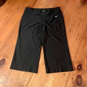 Bundle & Save!! Nike black capris size large